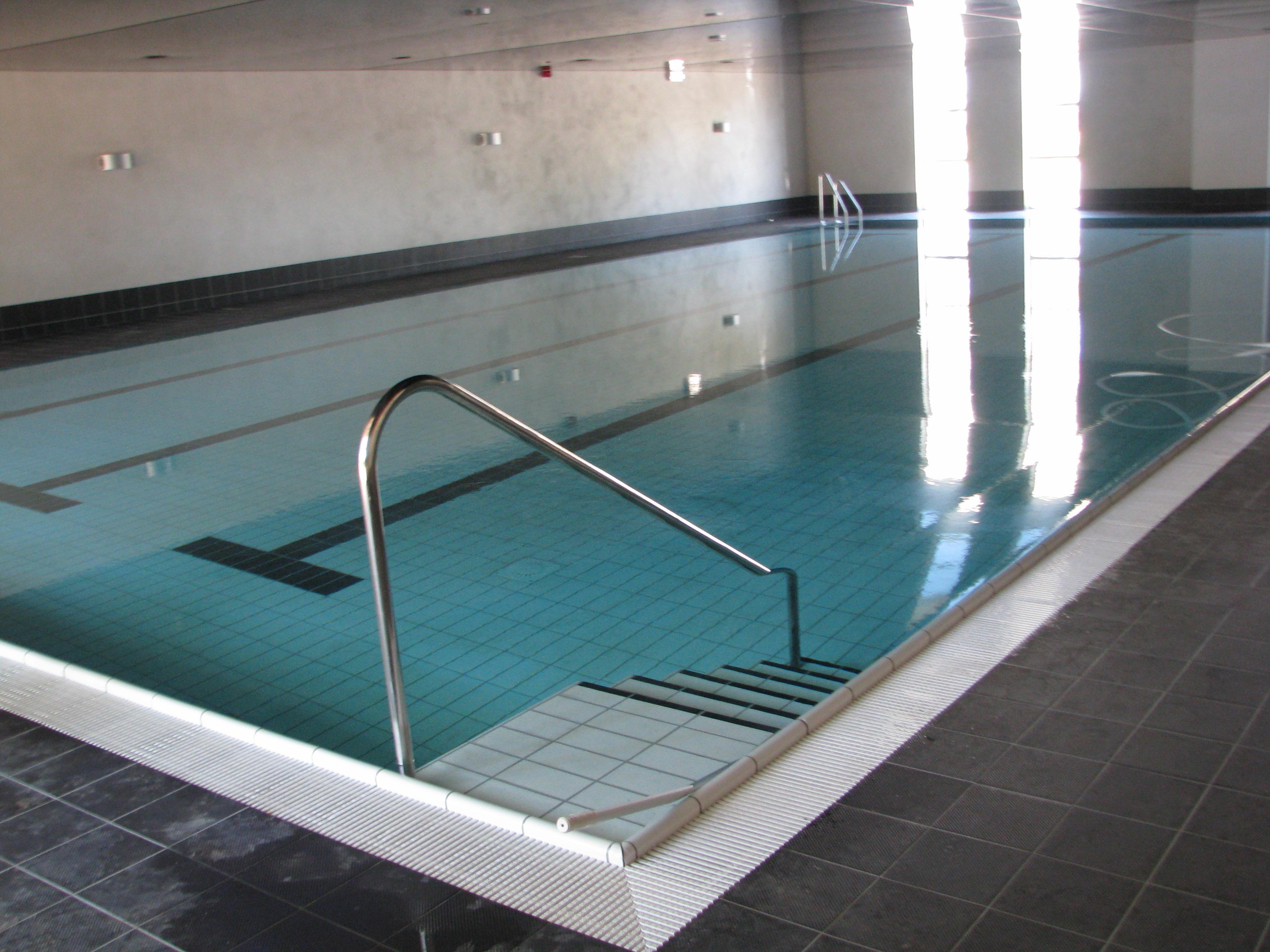hotel huis ten wolde bouwkundig bad met gail overloopgoot bouwkundig bruisbad met massagejets en bruisbank en tevens een kleuterbad